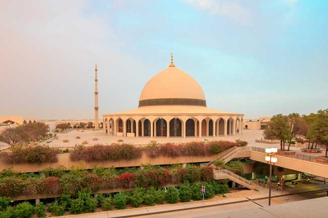 Dammam Airport has within its facilities an impressive mosque surrounded by gardens.